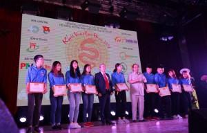 Novaedu trao học bổng 200 triệu cho tân sinh viên Phú Thọ